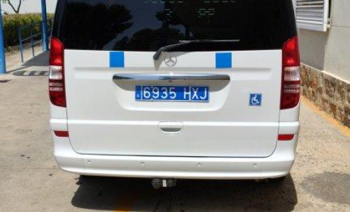 Servicio de taxi nacional, aeropuertos, puertos. Exclusiva furgoneta Mercedes