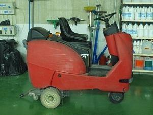 Fregadora mecánica para garajes y parkings