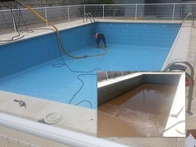 Limpieza de piscina con aspiración de lodos y agua a presión (antes y después).