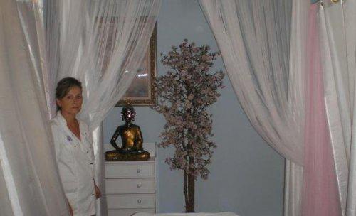 sala prácticas clínicas (tres camillas), la sala de prácticas tiene 8