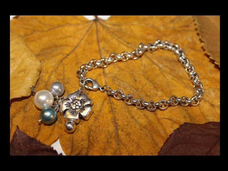 Pulsera de cadena bañada en plata, flor/perlas