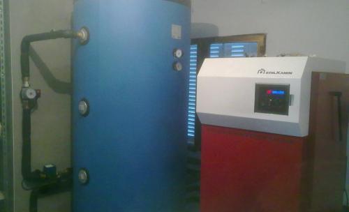 Caldera de Biomasa con depósito de Inercia y Silo de 5000 kg.
