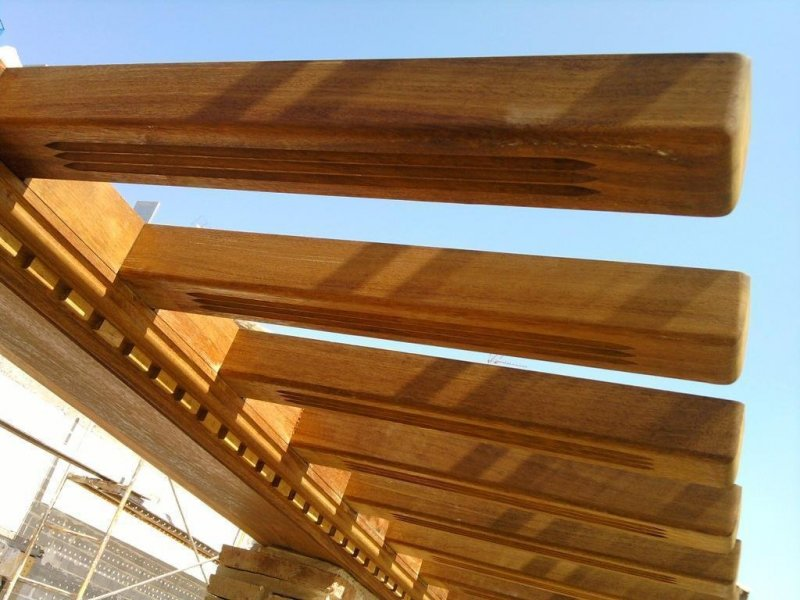 Forjado de madera tropical en acite de teca