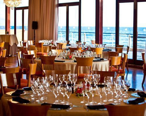 Salon con espectaculares vistas al mar