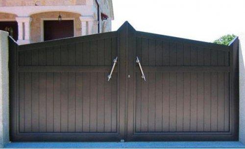 puerta batiente de dos hojas