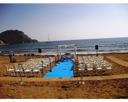 Ceremonia civil en la playa del hotel