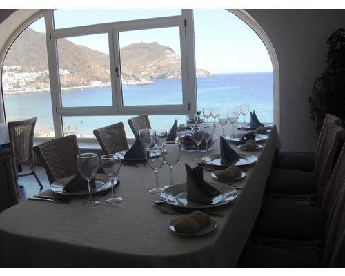 Montaje mesa imperial restaurante