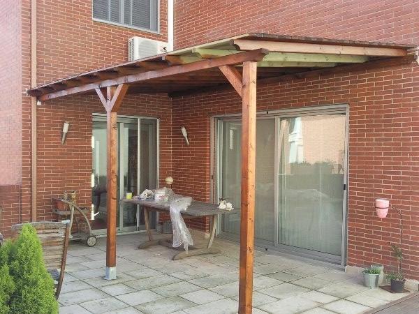 Porche de madera de creación propia, Posibilidad de realizar barandillas, control de plagas en muebles, restauración de muebles de madera, creación de ventanas