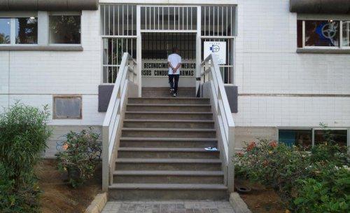 Entrada al Centro médico Fayna
