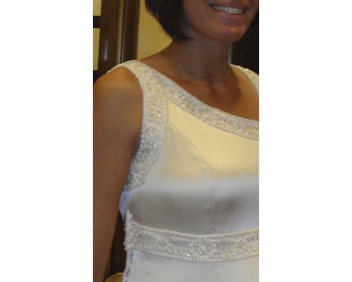 Bordados en un traje de novia