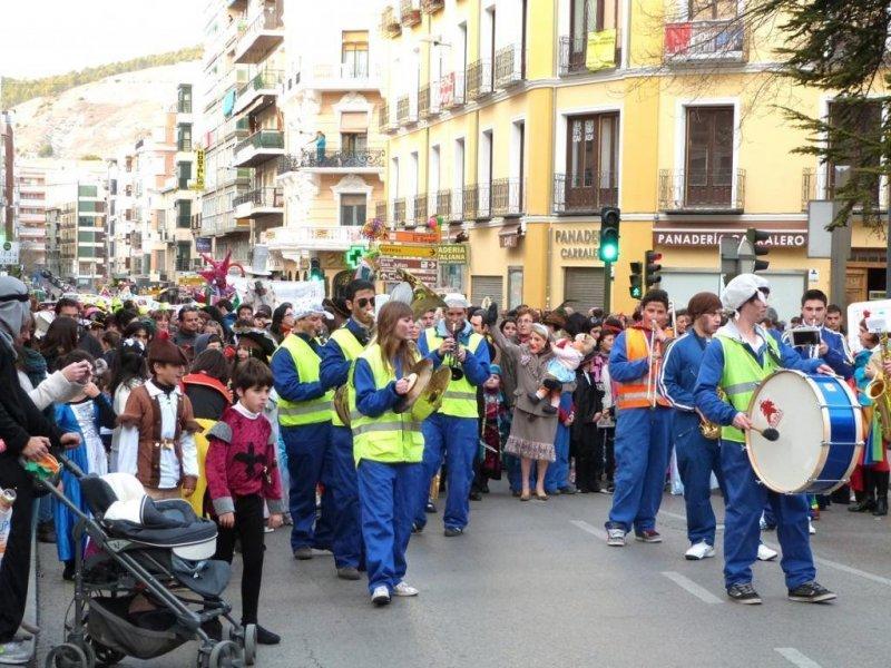 Agrupación Musical Alfonso Octavas abriendo el desfile de Carnavales ´12 en Cuenca