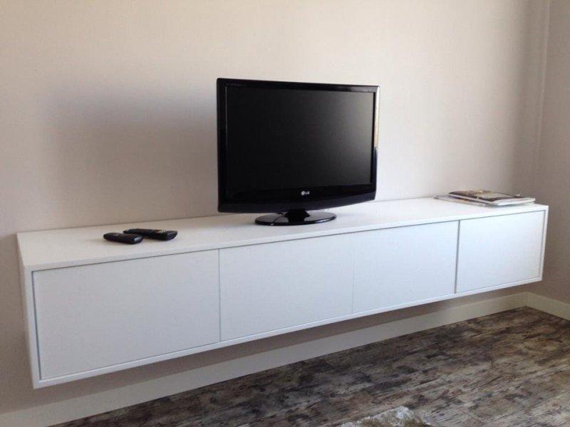 mueble TV lacado blanco suspendido