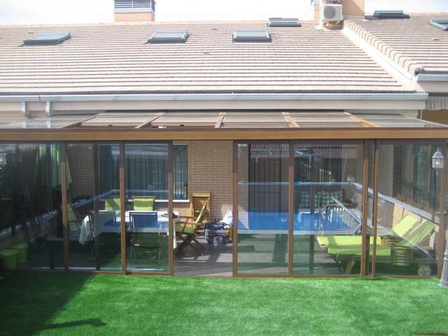 Porche en lacado madera con techo de cristal motorizado