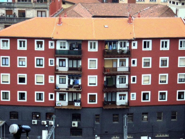 Calle Atxuri 12 - Bilbao - Saneado de fachada y rehabilitación de cubierta.