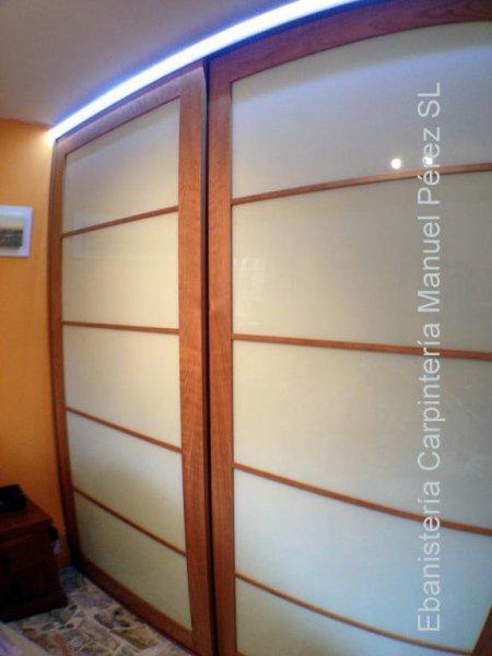 Armario a medida con puertas correderas estilo oriental japones ebanisteria carpinteria manuel perez zaragoza