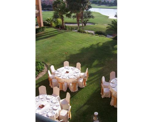 Vista de montaje de banquete al aire libre