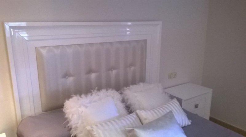 Cabecero tapizado, laca alto brillo