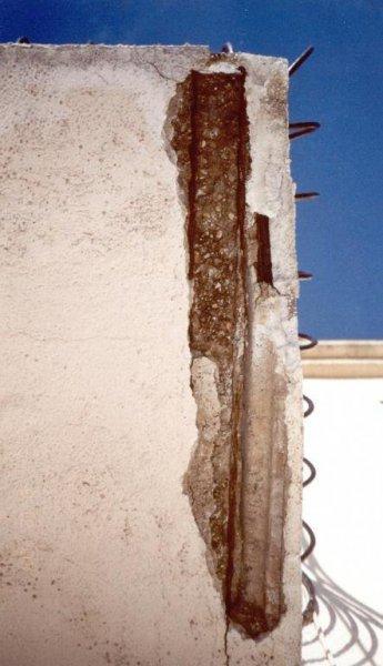 Degradación viga balcón por aluminosis