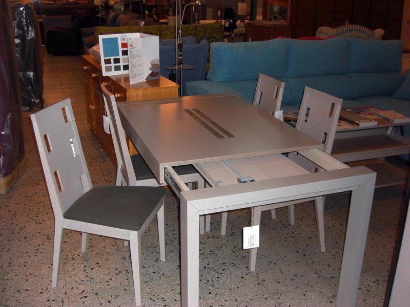 Conjunto de mesas y sillas en liquidacion
