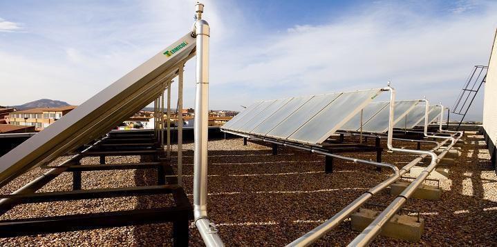 Instalación de placas solares realizada por Jpalmer Ice, S.L. en Hueneja