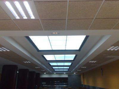 reforma con techo translucido ,madera y pladur