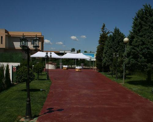 Amplios jardines donde celebrar un banquete al aire libre