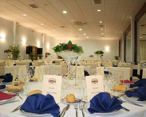 Diferentes salones para bodas decorados de una manera cálida