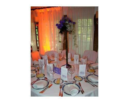 Mesa con gran centro floral