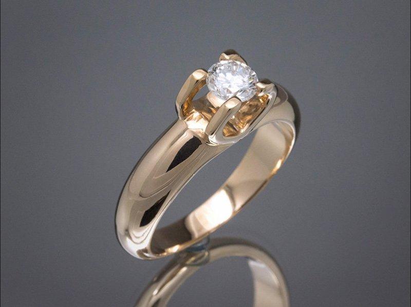 Solitario de oro amarillo y diamante