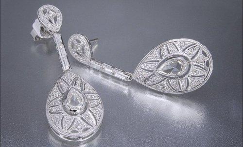 Pendientes de novia realizados en oro blanco y diamantes.