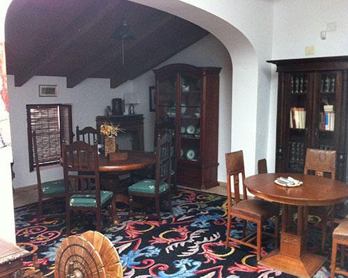 Mantiene muebles de siglo pasado