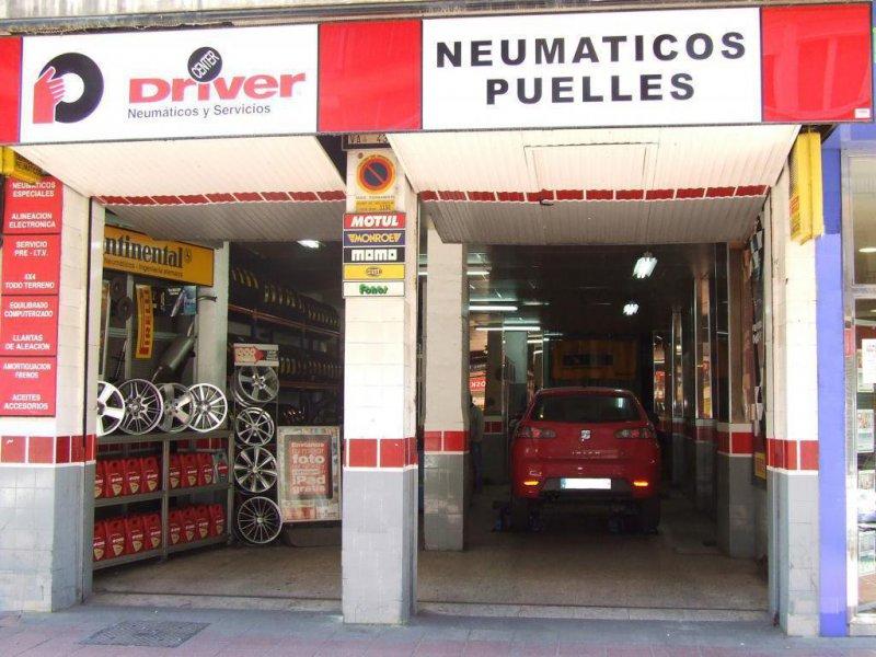Fachada de Neumáticos Puelles en C/ Cerrada.