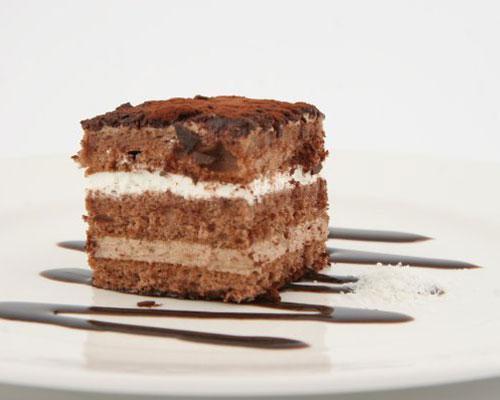 Bizcocho de chocolate con nata y trufa