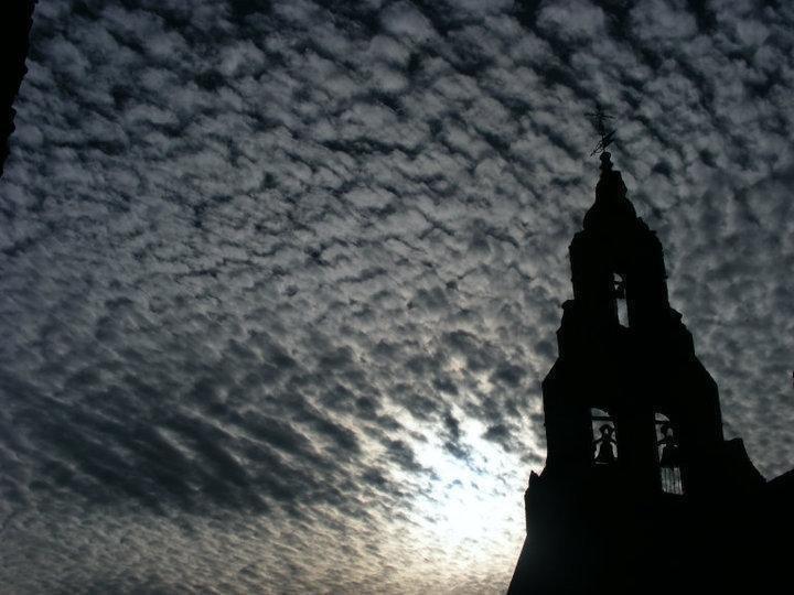 Luz tras los negros nubarrones. Foto de Augusto E. López Calvo