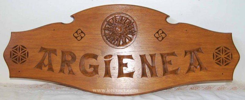 Cartel tallado en madera de Roble