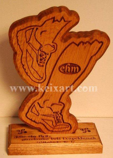Trofeo tallado en madera de roble para Carreras de Montaña