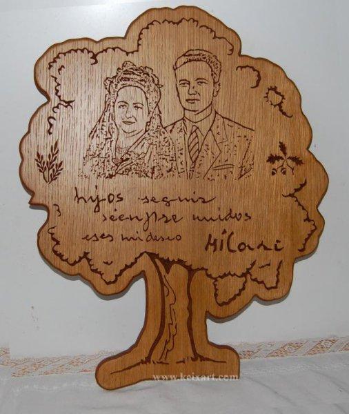 Fotografía  tallada en roble, La dedicatoria es la misma letra de la mujer del cuadro.