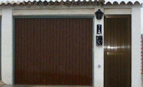 Puerta garaje y acceso peatonal