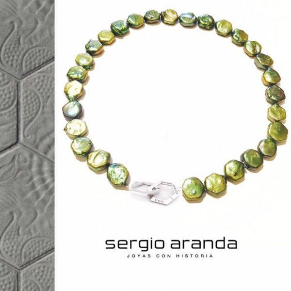 Collar de perlas cultivadas GAUDI con la forma del panot del Paseo de Gracia
