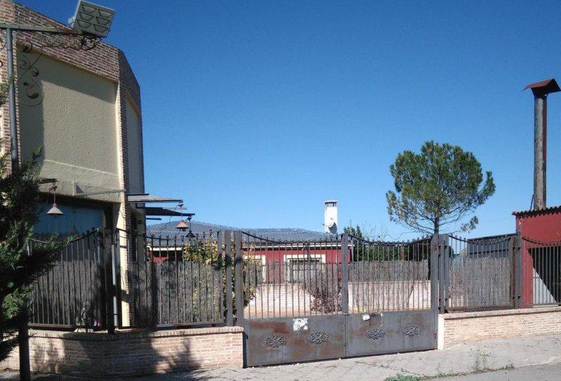 Entrada a la terraza de verano del hotel valles del sol. Daimiel