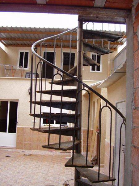 Escalera de caracol en la parte trasera del Hotel valles. Daimiel
