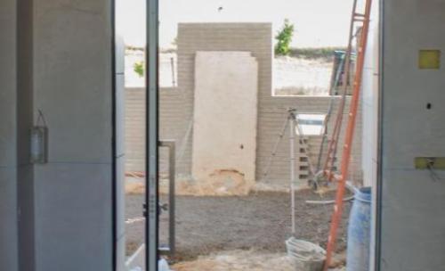 puerta pivotante eje desplazado