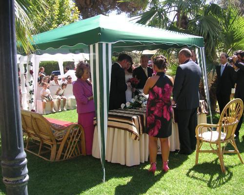 Disponen de altar y todo lo necesario para la ceremonia