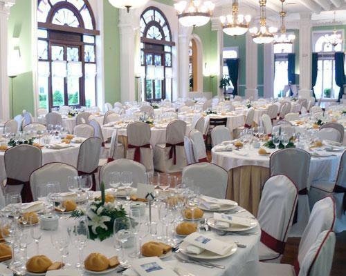 Un precioso salón con decoración clásica