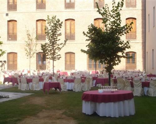 Consta de un claustro para bodas cubierto