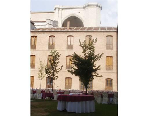 Dos jardines, salón de actos y un restaurante para la celebración de bodas