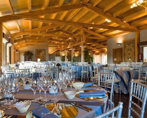 Amplio salón de banquetes