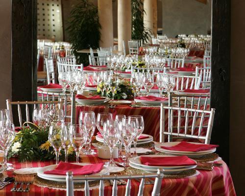 Detalle montaje de mesa para banquete