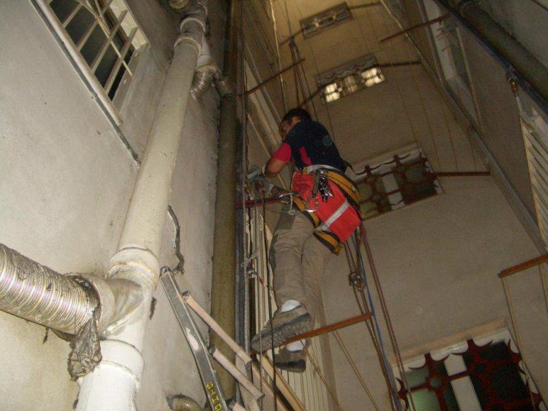 Trabajo vertical, sustitución de montantes de agua