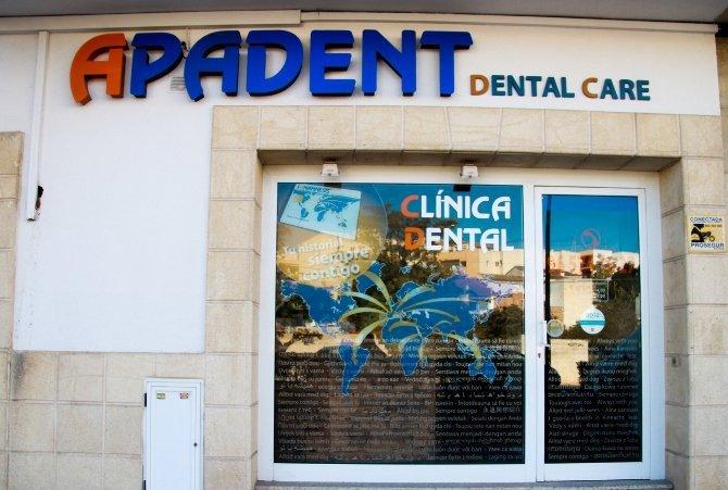Fachada clinica dental sito en la Avda Mediterráneo, 172 de Teulada